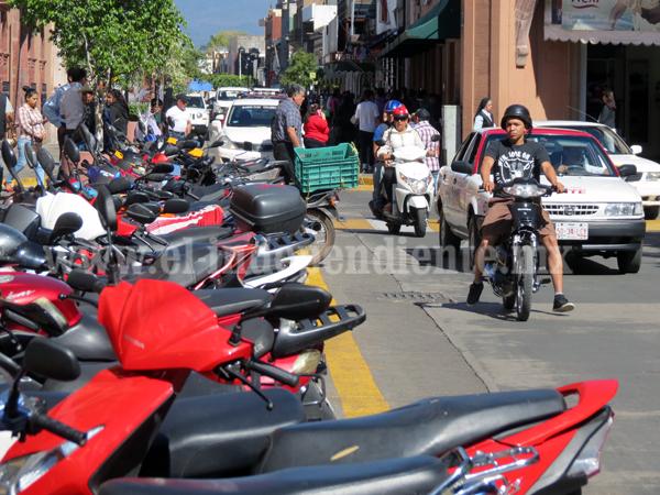 Suman más de 400 multas semanales a motociclistas