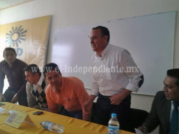 Ex funcionarios en busca de la dirigencia local del PRD