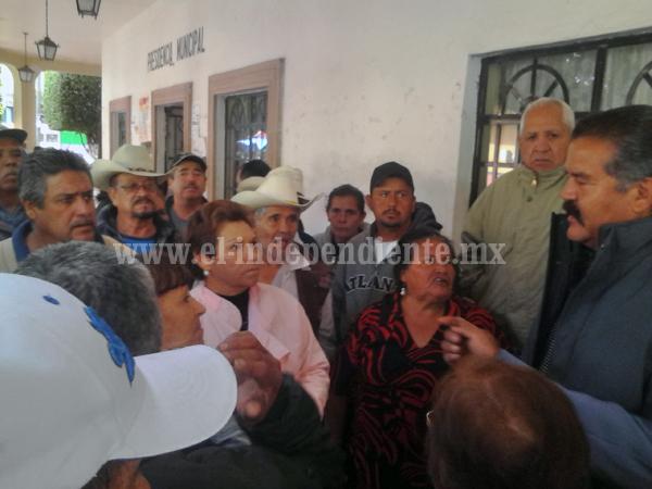 Ex trabajadores de Venustiano Carranza demandan fecha de pago de liquidación