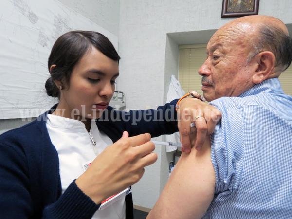 Intensifican vacunación contra la influenza estacional