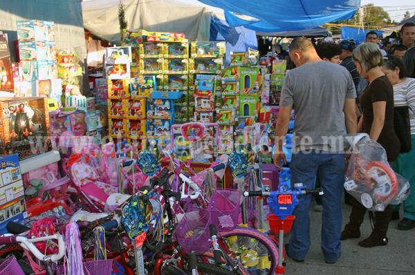 Hoy arranca Feria del Juguete en Avenida Gómez Morín