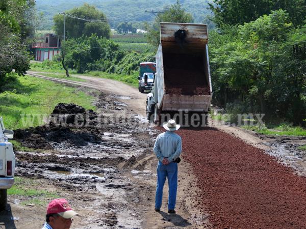 Caminos saca cosecha de berries, en condiciones deplorables
