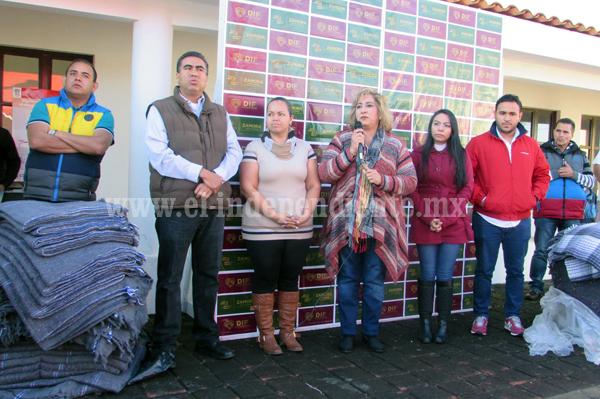 3 mil familias reciben abrigo en campaña de cobijas