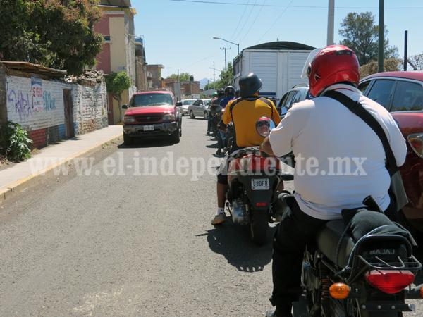 No permitirán que motociclistas lleven familias completas
