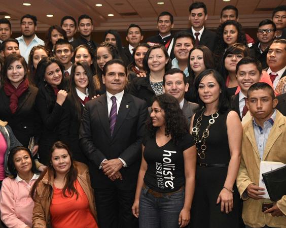 Renovada política social con programas integrales, logro de Silvano Aureoles