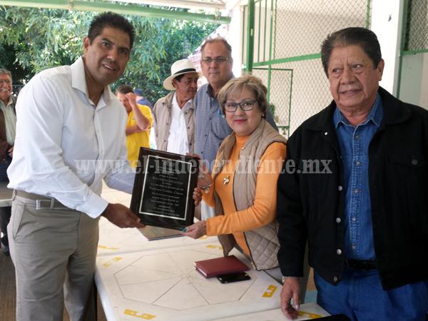 CCERZA entregó reconocimiento a Enrique Francisco Cardozo Linares