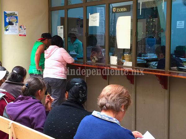 Habitantes de Tangancícuaro acuden a pagar puntualmente Impuesto Predial