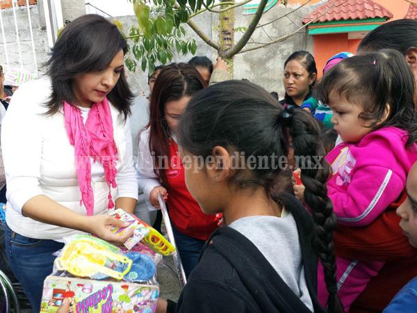 Diputada Adriana Campos entregó juguetes a niños de los municipios de su distrito