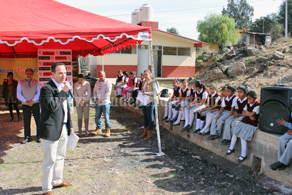 Llevan mejoras a más de 600 niños de planteles educativos