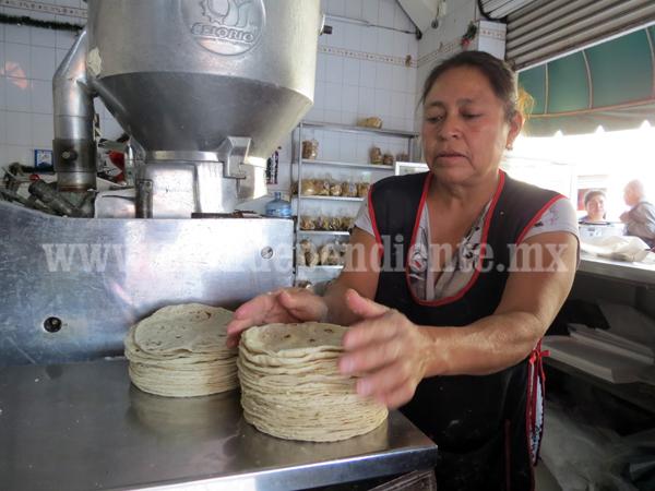 Tortillerías amagan con aumentar precio del  kilo a 16 pesos