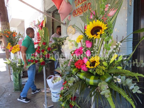 Vendedores de flores esperan con ansia a San Valentín