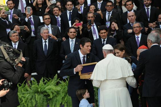 Entregan de la Llave de la Ciudad al Papa Francisco