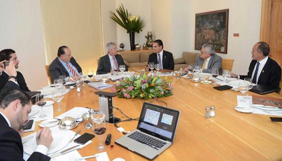 Revisan Gobernador y SCT acciones en materia de infraestructura para Michoacán