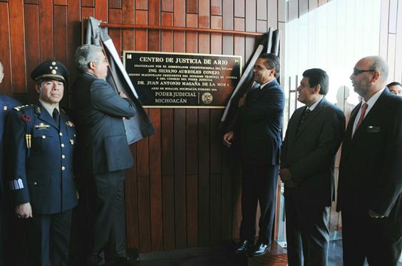 Inaugura Silvano Aureoles salas de oralidad en Ario de Rosales