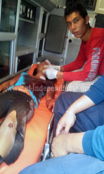 Ebrio ataca con arma blanca a tres personas en Jacona