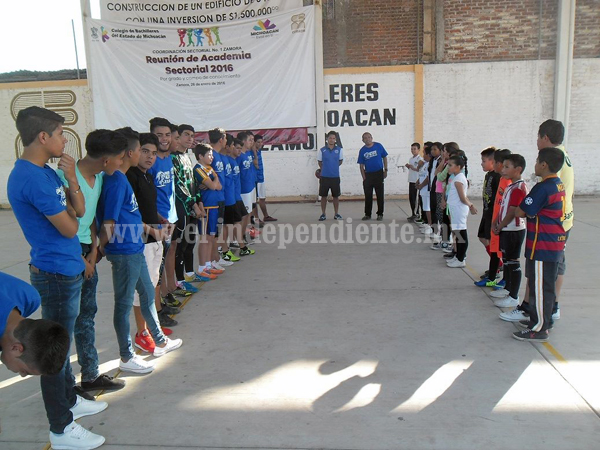 El Club Raza de Águilas AC  abrió sus puertas a 37 niños de Zamora.