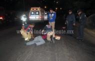 Auto embiste a motociclista y este muere, en la avenida Juárez  de Zamora