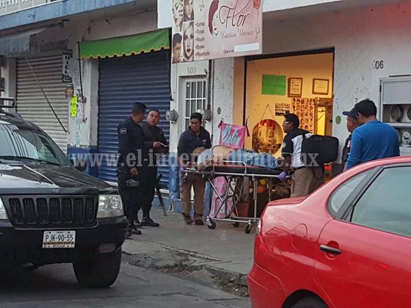Comerciante es baleado al interior de una estética en Zamora