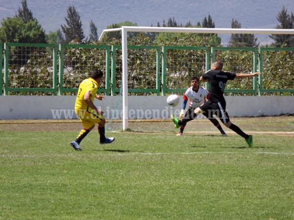 Empate a tres goles entre Divina providencia y San Simón