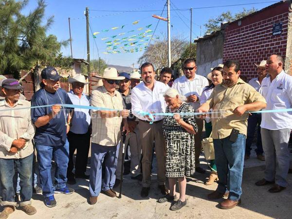 """""""Vamos a mejorar condiciones de comunicación e infraestructura de comunidades de Ixtlán"""""""