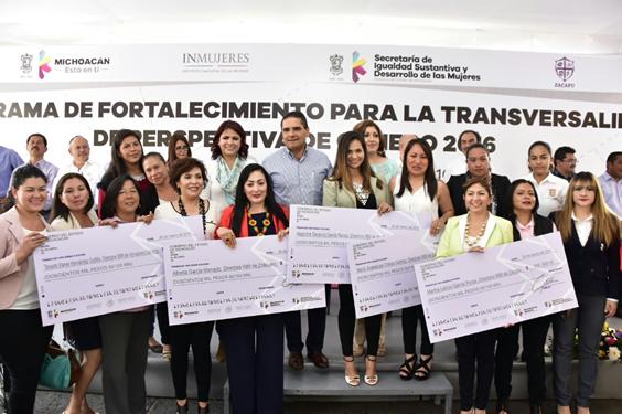 Emprende Silvano Aureoles acciones por la salud y por las mujeres en Zacapu