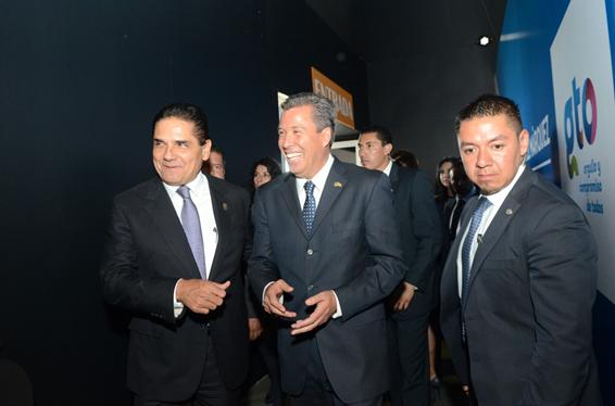 Asiste Silvano Aureoles a informe de labores del Gobernador de Guanajuato