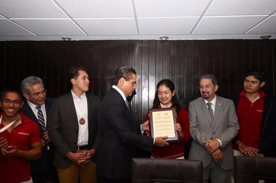 Apoyará Silvano Aureoles a bachilleres destacados