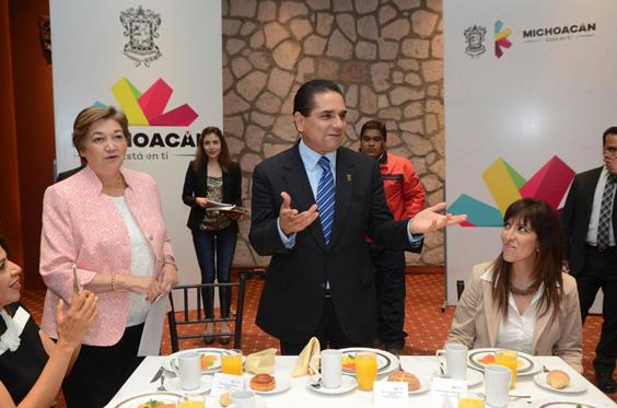 Reconoce Silvano Aureoles desempeño de docentes en proceso de evaluación