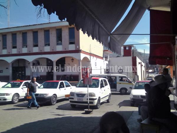 Reducen espacios de taxis en el centro de la ciudad