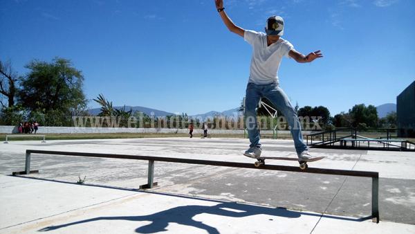 Se realizó exhibición de Skate y Graffiti