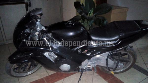 Policía Michoacán detiene a un motociclista con 48 gramos de metanfetamina