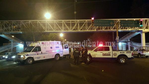 Por presuntos problemas familiares, un taxista se lanza de puente peatonal en Zamora