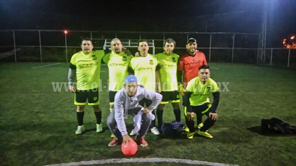 Se jugaron semifinales de ida en el Futbol 7 Empresarial