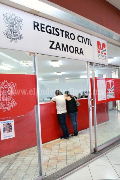 Insisten parejas homosexuales en reconocimiento legal para uniones civiles