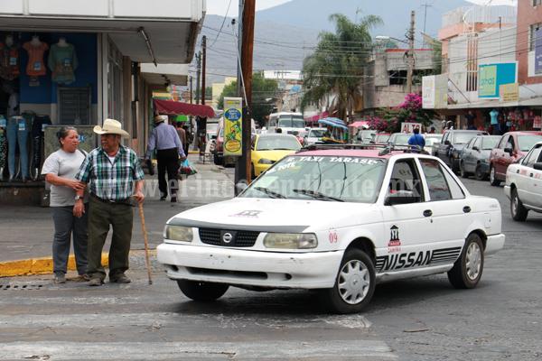 Transportistas denuncian existencia de taxis piratas en circulación