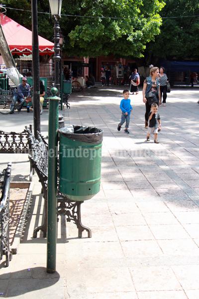 Aumentarán contenedores de basura en accesos y parques públicos