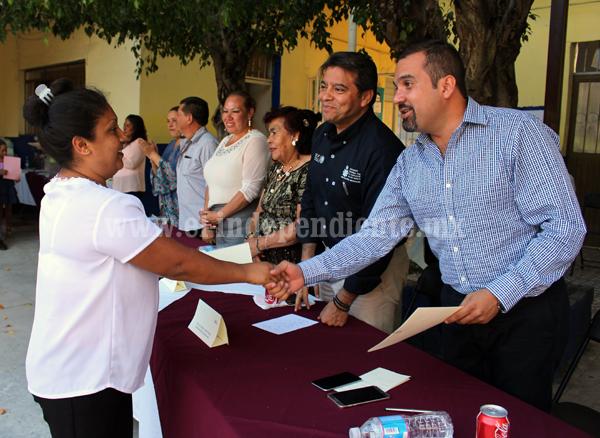INEA entregó en Ixtlán 23 certificados de primaria y secundaria