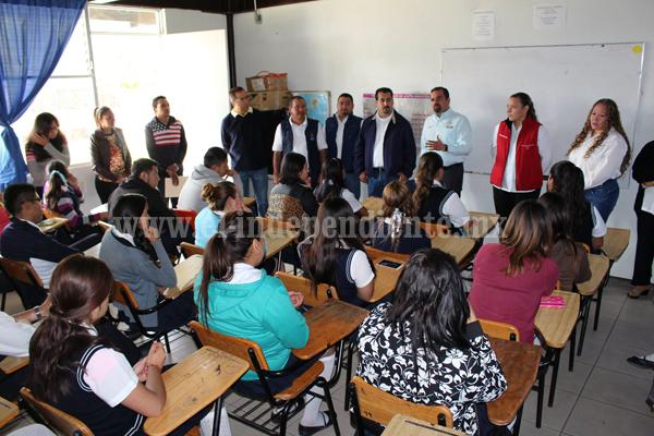Presidente municipal de Ixtlán entregó equipos de cómputo a jóvenes de CECyTEM