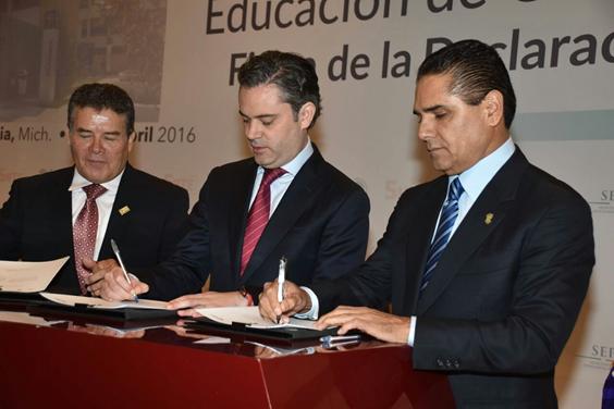 En materia de calidad educativa, ni un paso atrás: Silvano Aureoles