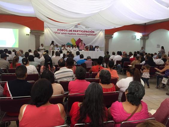 """Inició en Apatzingán la consulta """"Por una nueva municipalidad"""""""