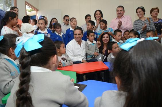 Arranca Silvano Aureoles sustitución de aulas de palitos por