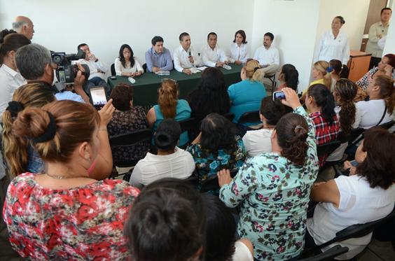 Escucha Gobernador a mujeres del municipio de Múgica