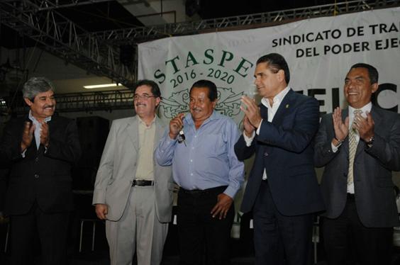 Reconoce Silvano Aureolesdesempeño de trabajadores del Poder Ejecutivo