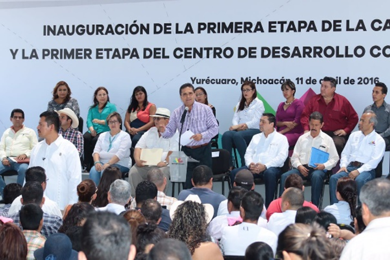Entrega Silvano Aureoles obras y apoyos para autoempleo en Yurécuaro