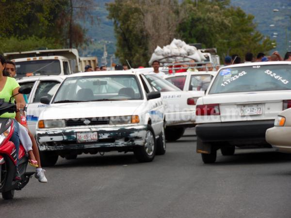 Se amparan propietarios de vehículos de procedencia extranjera