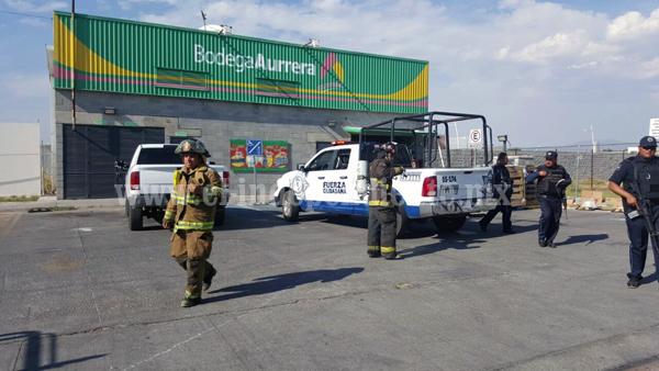 Intentan incendiar con bombas molotov dos tiendas Aurrera, en una roban dinero