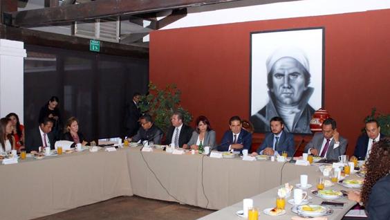 Trabajar en erradicar violencia contra la mujer es prioridad en Michoacán: Gobernador