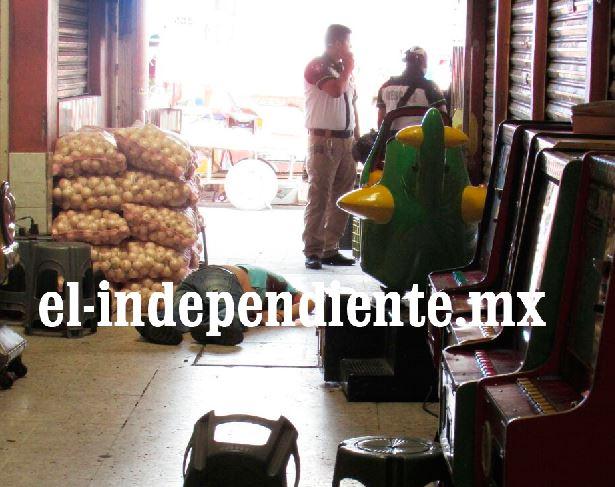 Comerciante es muerto a balazos dentro del Mercado Hidalgo