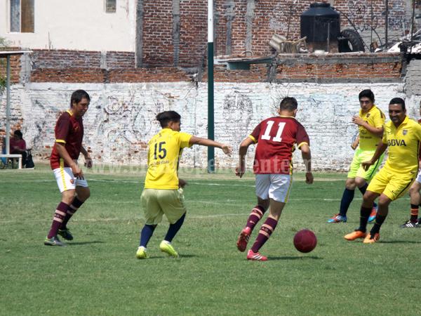 San Vicente y La Divina empataron en gran juego de fútbol