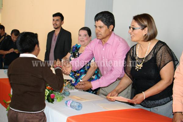 Benefician a más de 30 niños con becas padrino en Jacona